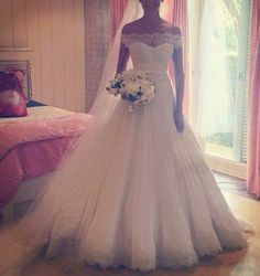 $189 New Arrive Princess Bridal Gowns Off the Shoulder Lace A-line Tulle Wedding Dress