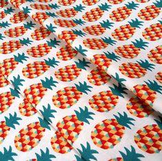 Tissu Mini Ananas vert rouge et orange - dimension pour 1 quantité 50 cm x 160 cm - 100% coton oeko tex satndard chez NadegeTissus sur Etsy Studio