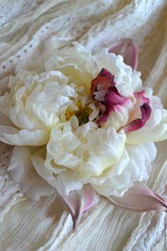 Купить Цветы из шелка.Брошь Пион Нежность - брошь цветок, брошь, пион, брошь пион
