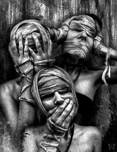 See no evil. Do no evil. Hear no evil. There's also do no evil but still lovely. Arte Horror, Horror Art, Dark Fantasy, Fantasy Art, Art Sinistre, Art Noir, See Tattoo, See No Evil, Street Art