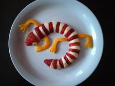 Fruit Lizard Snack (cute but I& replace the limbs& orange peel with cantelope or other edible pieces) Cute Snacks, Fruit Snacks, Cute Food, Good Food, Kid Snacks, Fruit Fruit, Kid Lunches, Fruit Plate, Lunch Snacks