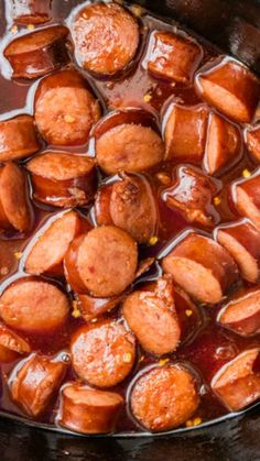 Slow Cooker Sweet and Spicy Kielbasa Bites ~ SO easy and SO delicious. Perfect amount of spicy and sweet. Spice from the pepper jelly, sweet from the brown sugar and honey, and tangy from the BBQ sauce. This is a no-fail recipe Más Crock Pot Slow Cooker, Crock Pot Cooking, Slow Cooker Recipes, Crockpot Recipes, Cooking Recipes, Kabasa Recipes, Recipies, Slow Cooker Appetizers, Sausage Appetizers
