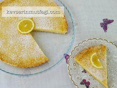 Limonlu Tart Tarifi - Malzemeler : Tart Hamuru İçin; 100 gr buzlukta bekletilmiş tereyağ, 2 su bardağı un, 1/2 su bardağı şeker, 1 yumurta sarısı, 2-3 parça buz. 3 yumurta + 1 yumurta akı, 1 paket (200 ml) krema, 1 su bardağı şeker, 1 limonun suyu, 2 limonun rendelenmiş kabukları, 1 yemek kaşığı un.