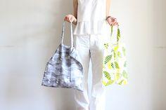 かんたんなのにしっかり丈夫!たためるエコバッグの作り方 | nunocoto Sewing Hacks, Diy Crafts, Tote Bag, Handmade, Fashion, Bag, Japanese Language, Moda, Hand Made
