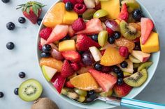 Quick and easy, Sparkling Fruit Salad with Champagne Mimosa Dressing is the perfect recipe for breakfast, brunch or a light lunch. Basic Fruit Salad Recipe, Best Fruit Salad, Summer Salads With Fruit, Fruit Salad Recipes, Fruit Salads, Apple Salad, Breakfast Fruit Salad, Melon Salad, Jello Salads