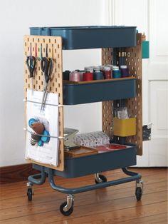 Craft Room Decor, Craft Room Storage, Diy Storage, Home Decor, Ikea Raskog, Sewing Room Design, Sewing Rooms, Organisation Hacks, Room Organization