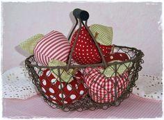 3 Deko Äpfel ♥ Stoff Äpfel ♥ Shabby ♥ Nostalgie von Little Charmingbelle auf DaWanda.com