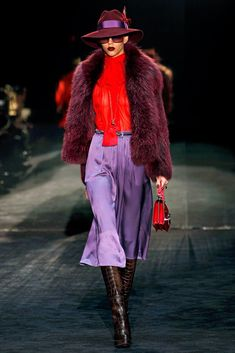 See the complete Gucci Fall 2011 Ready-to-Wear collection.