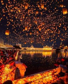 Diwali celebrations in the Golden Temple,India. ✨ __ Tag someone who should see this, next year!