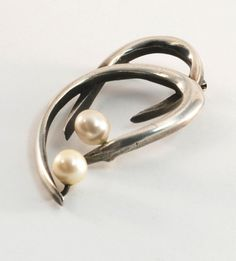 Brooch | Esther Lewittes.  Sterling silver  Pearls | Mid 20th century