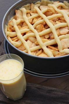 The best apple pie in the world is easy-Der beste Apfelkuchen der Welt geht ganz einfach - Sweet Recipes, Cake Recipes, Brownie Bites Recipe, Best Apple Pie, Gateaux Cake, Easy Baking Recipes, Pudding Desserts, Food Cakes, Cakes And More