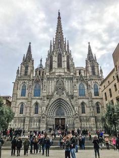 Barcelona in 3 Tagen – City Guide mit 15 großartigen Sehenswürdigkeiten, die jeder besichtigt haben sollte   Wochenendtrip nach Barcelona Barcelona sollte das perfekte Geburtstagsgeschenk für Caro sein. Barcelona liegt in Katalonien und das war für uns bis dato