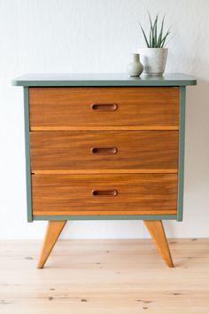 Vintage ladenkastje - opgeknapt - restyling - teak - 60's - jaren 60 - drawers - vintage - midcentury Credenza, Teak, Drawers, Mid Century, Cabinet, Vintage, Storage, Furniture, Home Decor
