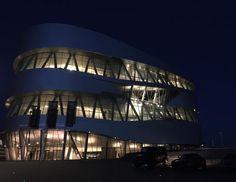 Immer wieder schön hier am Mercedes-Benz Museum. Ein letztes Mal #Euro2016STR. // #stuttgart #str #polfra #mbmus #10ymbmus #0711 #museum #lights #architecture