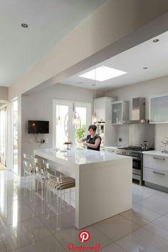 15 Ideias de cozinha com ilha para você se apaixonar 15 Ideias de cozinha com ilha para você se apaixonar Luxury Kitchen Design, Kitchen Room Design, Kitchen Layout, Home Decor Kitchen, Interior Design Kitchen, Home Kitchens, Modern Kitchens, Galley Kitchen Remodel, Cuisines Design