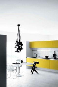 Cocina en amarillo y blanco
