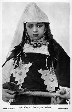 Africa | Berber Musician.  ca. 1910 - 1930 | ©Marcelin Flandrin