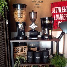 pitさんの、セリア,swaro109さん,男前,多肉植物,観葉植物,コーヒーメーカー,DeLonghi,Kalita コーヒーミル,KALDI,いなざうるす屋さん,棚,のお部屋写真