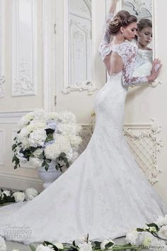 love the lace sleeves and the cut out back!