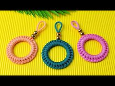 Super Easy Paracord Lanyard Keychain | How to make a Paracord Key Chain Handmade DIY Tutorial #5 - YouTube Paracord Tutorial, Macrame Bracelet Tutorial, Diy Tutorial, Paracord Keychain, Diy Keychain, Rope Crafts, Diy Crafts Hacks, Finger Crochet, Rope Art