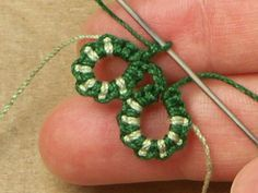 Two color tatting tutorial. Not in English but you don't really need words to follow it.