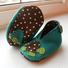 . I'm quite pleased with how they turned out. Pretty addicting! I'm dreaming of bootie designs now! Check out my photostream for more of my fun felt creations :)