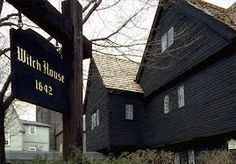 The Witch House, Salem, Massachusetts The only building left in Salem that connects directly to the infamous Salem Witch Trials, it is said to be haunted by many of the witch hunt's victims. 45 Spine Tingling Haunted Places in the USA halloween bucketlist Most Haunted Places, Scary Places, Places To See, Mysterious Places, Salem Witch House, Salem Witch Trials, Salem Witch Museum, Salem Mass, Foto Madrid