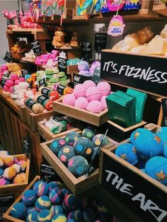 10 Cruelty Free Beauty Brands You Have To TryYou can find Lush products and more on our Cruelty Free Beauty Brands You Have To Try The Body Shop, Lush Aesthetic, Aesthetic Beauty, Lush Bath Bombs, Lush Products, Beauty Products, Tips Belleza, Ux Design, Beauty Care