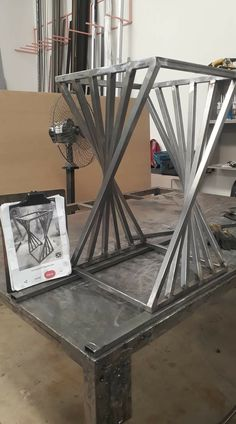 Welded Furniture, Industrial Design Furniture, Iron Furniture, Steel Furniture, Furniture Design, Welding Art Projects, Metal Art Projects, Furniture Projects, Scrap Metal Art