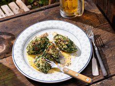 Spinat-Topfen-Nockerln mit Bergkräuterbutter Butter, Kraut, Palak Paneer, Quiche, Risotto, Veggies, Cooking, Breakfast, Ethnic Recipes