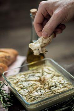 """Veganer Dip """"Fast wie Ofenkäse"""" ist eine Offenbarung für alle Veganer, die in ihrem früheren Leben einmal Käseliebhaber waren...unbedingt ausprobieren!"""