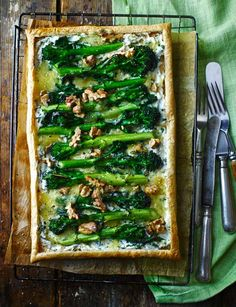 Purple sprouting broccoli and blue cheese are perfect partners in this veggie puff pastry tart recipe. It's the perfect midweek meal in summer when time is of the essence. Broccoli Recipes, Veggie Recipes, Vegetarian Recipes, Healthy Recipes, Vegetarian Tart, Blue Cheese Recipes, Veggie Meals, Veggie Food, Pizza Recipes
