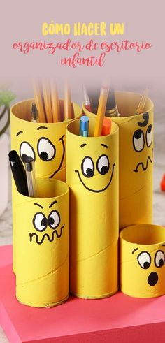 Cómo hacer un organizador de escritorio infantil If you want to order your children's desk in an easy and fun way, this tip is an excellent option that kids will love. Kids Crafts, Home Crafts, Diy And Crafts, Craft Projects, Projects To Try, Arts And Crafts, Toilet Paper Roll Crafts, Paper Crafts, Wie Macht Man