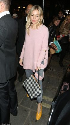Looking good: Sienna Miller seemed in great spirits as she greeted the well wishers ahead of another triumphant turn on the stage for Cat on a Hot Tin Roof on Friday Estilo Sienna Miller, Sienna Miller Style, Looks Street Style, Winter Mode, Pink Sweater, Casual Chic, Style Me, Celebrity Style, Winter Fashion
