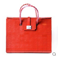 This dark red AGABAG tote is a chic choice for everyday use. It is handcrafted with LEGO bricks. Its interior is generously proportioned to fit all of your daily essentials, including an iPad and work documents. Christmas Gifts 2016, Lego Gifts, Pvc Fabric, Bags 2015, How To Make Handbags, Business Card Size, Lego Brick, Dark Red
