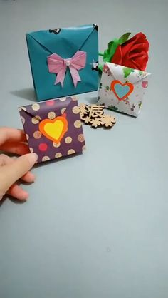 How do I create a paper gift box? Tutorial for making gift bags from paper gift bag. You can find more manual tutorials on our website # Pockets made crafts origami Diy Crafts Hacks, Diy Crafts For Gifts, Diy Arts And Crafts, Creative Crafts, Kids Crafts, Diy Projects, Paper Crafts Origami, Paper Crafts For Kids, Diy Paper