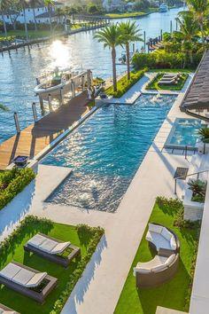 Backyard Pool Designs, Swimming Pool Designs, Swimming Pools, Dream Home Design, Modern House Design, Beautiful Homes, Beautiful Places, Luxury Pools, Luxury Homes Dream Houses