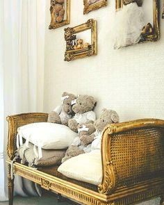 Linda decoração! Arte em Palha (Empalhamentos, Itu/SP) Cel/Whats: 11 97040-6441 Tel: 11 4025-2175 Instagram: #arteempalha  #cadeira #canespotting #cadeiradepalhinha #palhinha #vintagestyle #vintage #old #rejilla #chair #chaircaning #bench #decorhome #decor #decoração #decorations #interiors #interiordecor #tardelinda #tarde #boatardeee #boatardee #goodafternoon #quartodebebe