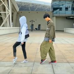 Moonwalk dancing couple Moonwalk dancing couple,DIY Related posts: - Trendy Fall Nails Art Designs Ideas To Look Autumnal and Charming - autumn na. Cool Dance Moves, Dance Tips, Lets Dance, How To Dance, Tap Dance, Hip Hop Dance Videos, Dance Choreography Videos, Dance Music, How To Shuffle Dance