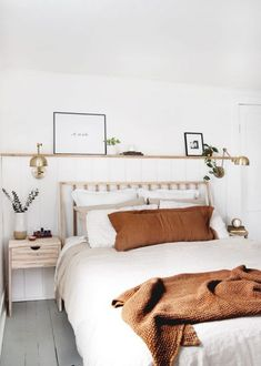 Simple Modern Bedroom This simple minimal farmhouse bedroom is full of inspiration for decor ideas and DIYs! Wall Behind Bed, Bed Wall, Home Bedroom, Modern Bedroom, Bedroom Decor, Bedroom Ideas, Master Bedroom, Bedrooms, Accent Wall Bedroom
