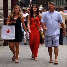 34 Things People From Chicago Have To Explain To Out-Of-Towners - The first stop many Chicago first-timers make is Magnificent Mile. While this shopping district is a great place to find expensive clothing and overpriced meals, it's hardly a fraction of what Chicago has to offer. Out-of-towners will find their best purchases and food options behind tiny storefronts in the neighborhoods that spiral out from downtown.