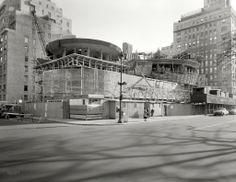 Zócalo con plataformas circulares.... en ese momento. El Guggeheim de Wright en construcción