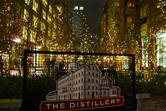 Last weekend, we visited The Toronto Christmas Market and discovered an enchanting family market modeled after the great open-air markets in Europe. Distillery, Lowes, Toronto, Canada, Marketing, Night, Winter, Christmas, Winter Time
