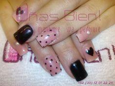 uñas puntitos pink