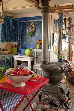 Interesting kitchen space - a little boho, a little gypsy - love