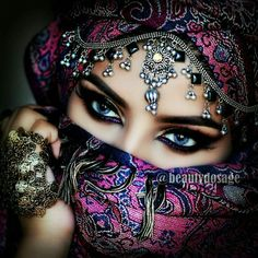 Every kit gives you a chance to create a work of art you can be proud of. This diamond painting kit Arabian Eyes, Arabian Makeup, Arabian Beauty, Arabian Nights, Indian Makeup, Indian Beauty, Beautiful Hijab, Beautiful Eyes, Glitter Liner
