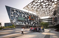 Completed in 2009 in Hangzhou, China. Images by Peter Bennetts . The Alibaba Headquarters in Hangzhou establishes new international workplace standards in China, providing square metres of flexible open. Gothic Architecture, Architecture Design, Futuristic Architecture, Contemporary Architecture, Voronoi Diagram, Campus Style, Hangzhou, Facade Design, Modern Buildings