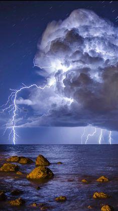 Lightning Photography, Storm Photography, Nature Photography, Photography Tips, Earth Weather, Wild Weather, Beautiful Nature Wallpaper, Beautiful Landscapes, Storm Wallpaper