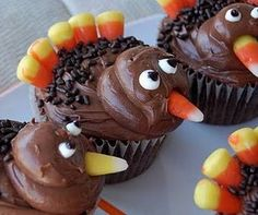 turkey cupcakes great for thanksgiving. I wouldn't make the heads out of frosting...maybe use half a cake ball/munchkin and frost over it.