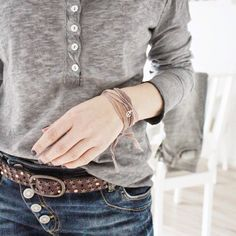 Annasunikate... I need this entire outfit!!! Those jeans and belt!